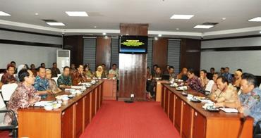 Para peserta Workshop sedang mendengarkan arahan Kepala BKN