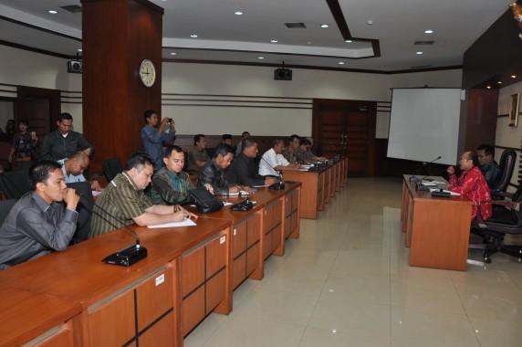 Suasana Audiensi antara BKN - DPRD di ruang rapat gedung I lantai 1 BKN, kamis, (5/2/2015).