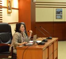 Kepala Bagian Kerjasama Antar Lembaga, Hardianawati memimpin rapat untuk membahas bahan revisi perka (foto: mia)