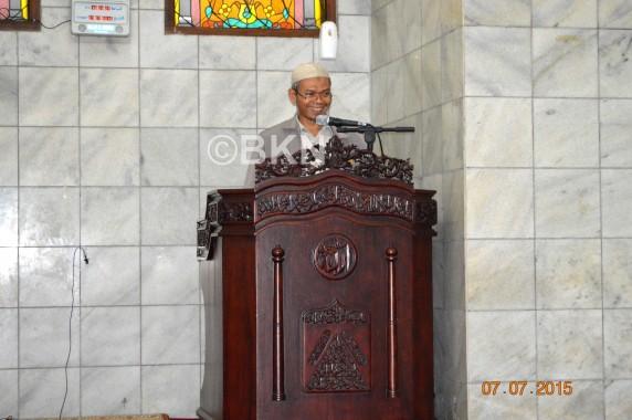 Kepala Biro Kepegawaian Warli yang mewakili Kepala BKN tatkala membuka Iktikaf di Masjid Al Khidmah BKN Pusat Jakarta Selasa, (7/7)