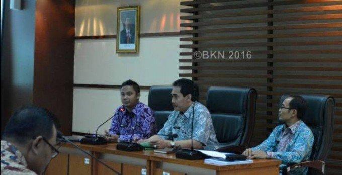 (urut dari kiri ke kanan) Dodi Sumedi Gozali, Heru Purwaka dan Darmuji pada kegiatan Koordinasi Lingkup Pengadaan Barang dan Jasa . (foto: des)