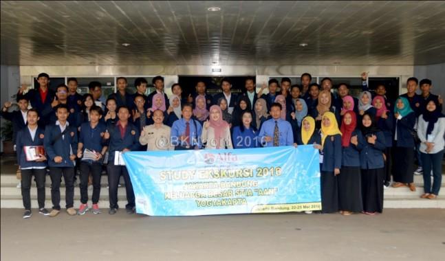 Keluarga Besar Sekolah Tinggi Ilmu Administrasi AAN Yogyakarta yang mengunjungi BKN. (foto: mia)