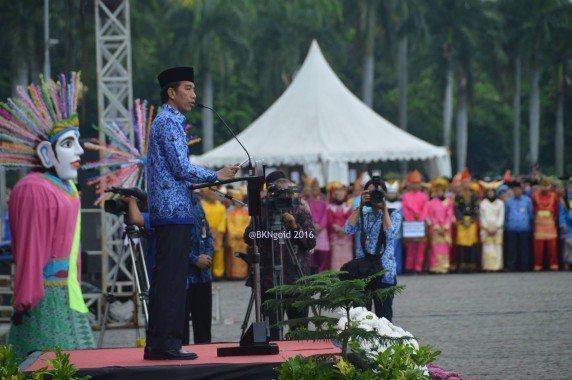 Presiden RI Jokowi menyatakan bahwa hingga saat ini sudah 122 anggota DPR dan DPRD, 25 Menteri atau Kepala Lembaga, 4 Duta Besar, 7 Komisioner, 17 Gubernur, 51 Bupati dan Walikota, 130 Pejabat eselon I sampai eselon III, serta 14 Hakim yang sudah dipenjara karena korupsi.(foto: Mia)
