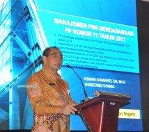 """Usman Gumanti saat sebagai nara sumber dgn tipik """" manajemen pns berdadarkan PP Nomor 11 Tahun 2017 di forum sekretaris daerah seluruh indonesia yg dilaksanakan di palembang. (foto: Gandy)"""