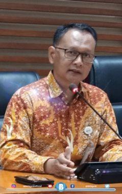 """Jakarta – Humas BKN, Panitia Seleksi Nasional (Panselnas) telah menetapkan jadwal pelaksanaan Seleksi Kompetensi Bidang (SKB) CPNS Formasi Tahun 2019, yakni pada 1 September – 12 Oktober 2020. Kepala Biro Humas, Hukum, dan Kerja Sama BKN, Paryono menuturkan bahwa pelaksanaan SKB akan menerapkan protokol kesehatan pencegahan Covid-19 yang ketat. """"Jadwal SKB ini sudah disampaikan melalui Surat Kepala BKN Nomor K 26-30/V 116-4/99 perihal Jadwal Pelaksanaan Seleksi Penerimaan CPNS Formasi Tahun 2019,"""" terangnya pada Selasa, (28/7/2020).  Paryono, Kepala Biro Humas, Hukum, dan Kerja Sama BKN  Paryono mengatakan ada sejumlah tahapan yang akan dilakukan sebelum pelaksanaan SKB, yakni meliputi verifikasi data hasil Seleksi Kompetensi Dasar (SKD) pada 27 – 30 Juli 2020; Pengumuman dan pendaftaran ulang SKB pada 1 – 7 Agustus 2020; Pencetakan ulang kartu ujian SKB yang dijadwalkan satu hari setelahnya, yaitu 8 Agustus 2020; Penjadwalan SKB pada 10 – 14 Agustus 2020; Terakhir jadwal pelaksanaan SKB untuk setiap instansi akan diumumkan pada 18 Agustus 2020.  Pada tahapan berikutnya, lanjut Paryono adalah pengolahan hasil SKD dan SKB yang dijadwalkan pada 8 – 18 Oktober 2020. Diikuti dengan rekonsiliasi (pencocokan) hasil integrasi SKD dan SKB pada 19 – 23 Oktober 2020. """"Final hasil seleksi yang telah melalui tahap rekonsiliasi akan disampaikan kepada instansi penyelenggara rekrutmen CPNS Formasi Tahun 2019 pada 26 – 28 Oktober 2020 dan diumumkan kepada publik pada 30 Oktober 2020.  Terakhir, nama-nama peserta yang lulus hingga tahap akhir seleksi CPNS ini, selanjutnya akan diajukan dalam usul penetapan Nomor Induk Pegawai (NIP) yang prosesnya dijadwalkan akan berlangsung pada 1 – 30 November 2020. nsp/des"""